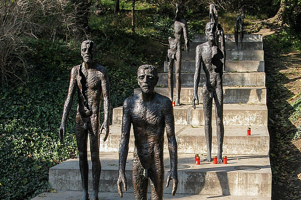 Author: Yair Haklai, source:wikimedia commons, URL: http://commons.wikimedia.org/wiki/File:Memorials_to_victims_of_communism_in_the_Czech_Republic-2.jpg?uselang=de