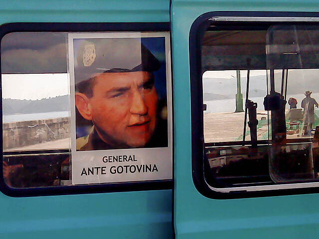 Supporting poster for Ante Gotovina on car window